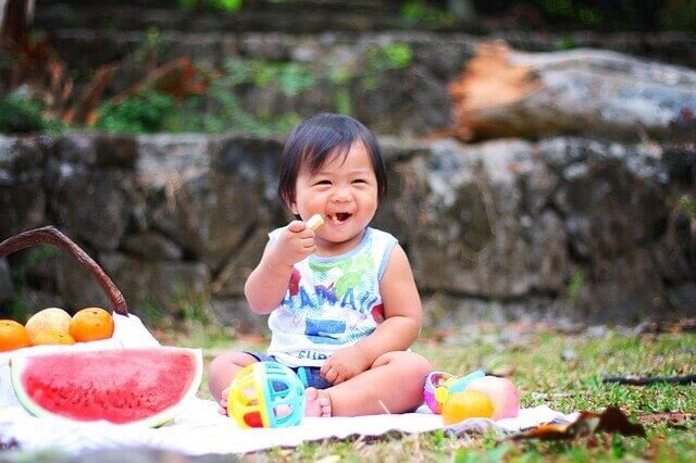 When can I start baby led weaning by Sarah Almond Bushell - the Children's Nutritionist