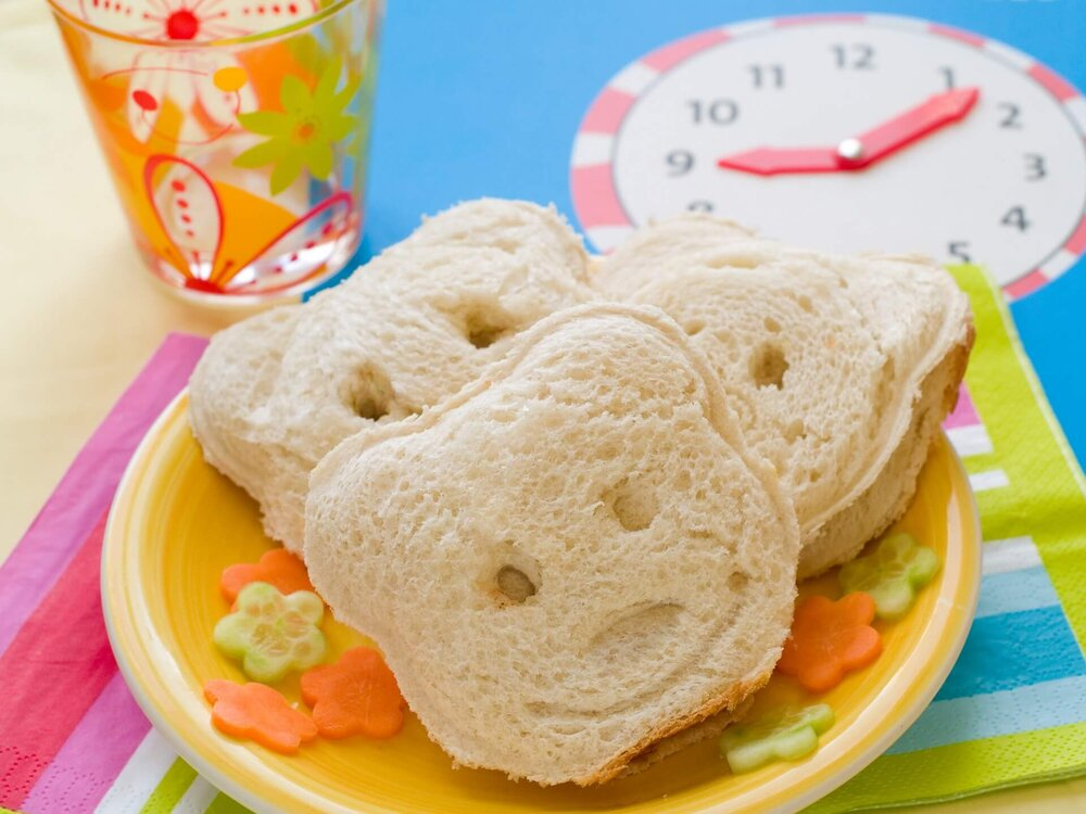 toddler lunch ideas, sandwiches cut into teddy bear shapes