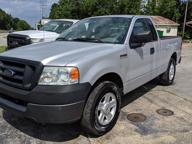 2005 Ford F150 XL Pickup - 226,869 miles - 4.2L V6 - Manual $3950