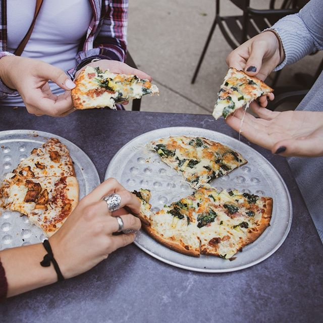 Best part about having friends? Being able to steal a slice from them 😋😉🍕. . .#getfiredup #friends #pizza #westmi #westmichigan #eatgr #grfoodie