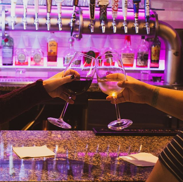 We sure love our wine! Which is YOUR favorite: white or red? 🍷🍷. . .#winewednesday #wine #westmi #westmichigan #uccellos #drinklocal #grandrapids #uccellosristorante #sportsbar