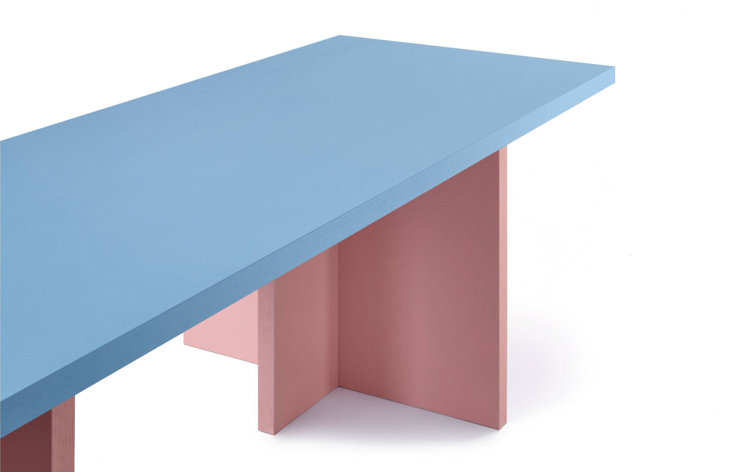 ELIO table / Pic by Ragnar Schmu