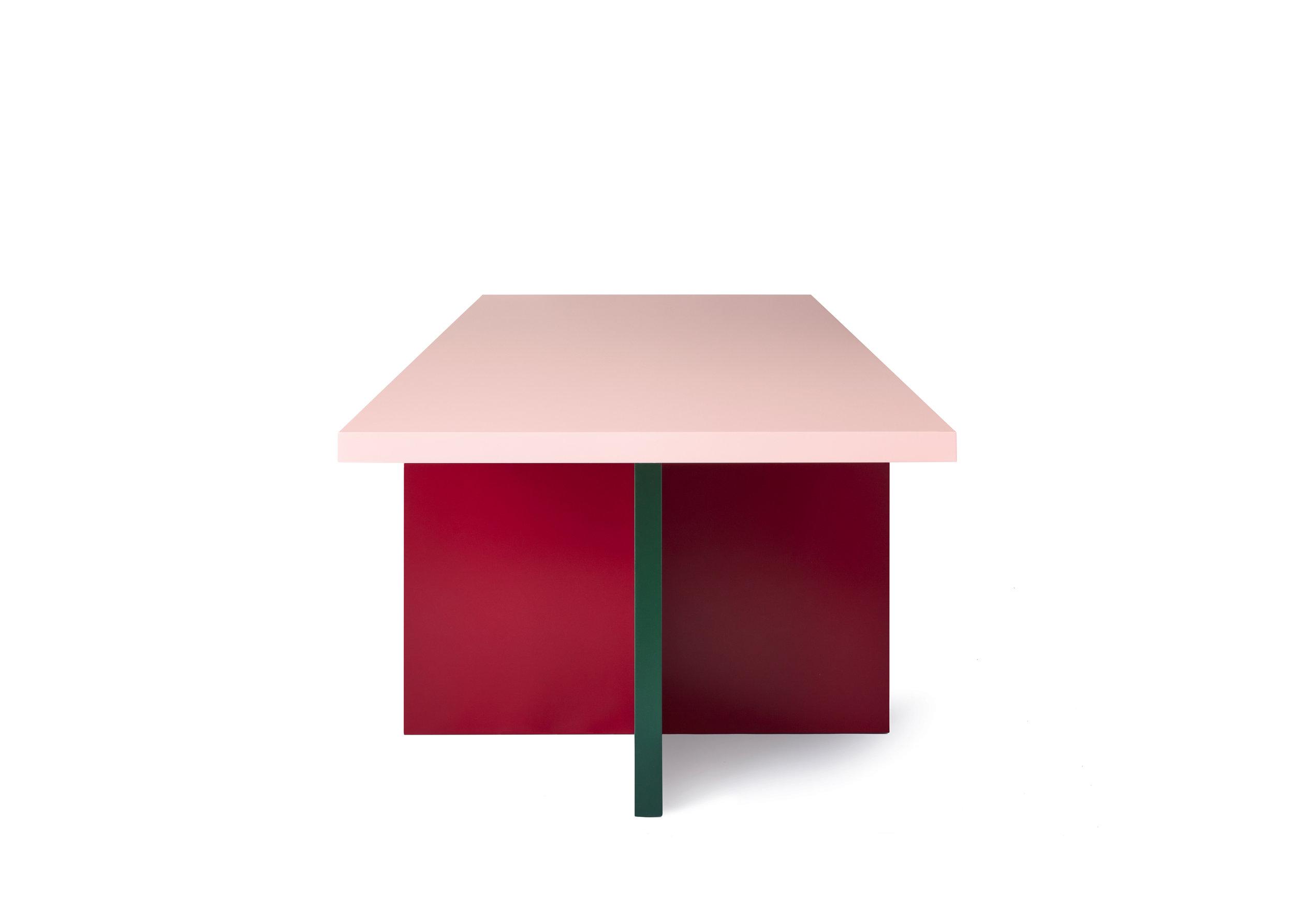 MODESTO table / Pic by Ragnar Schmu