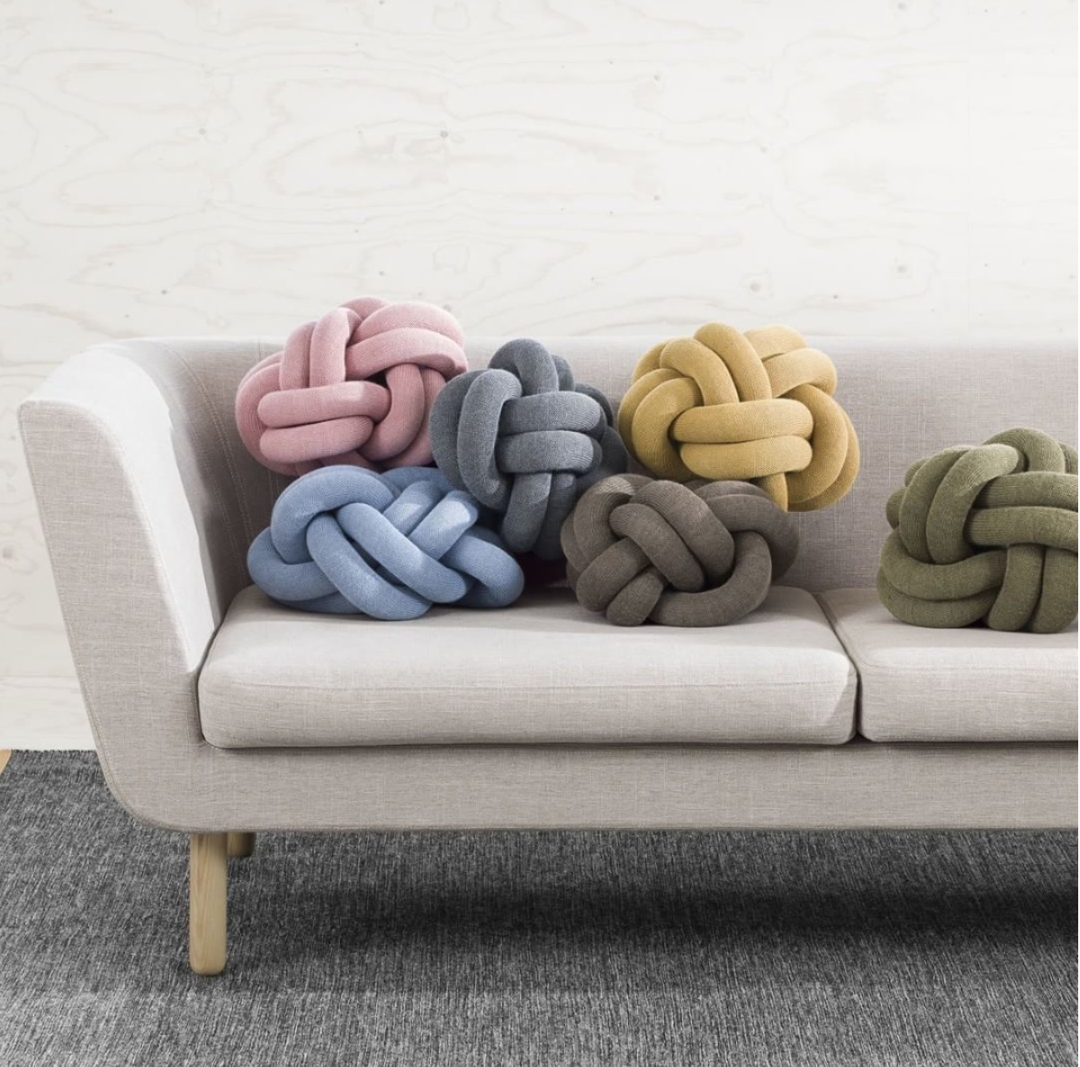 knot cushion.png