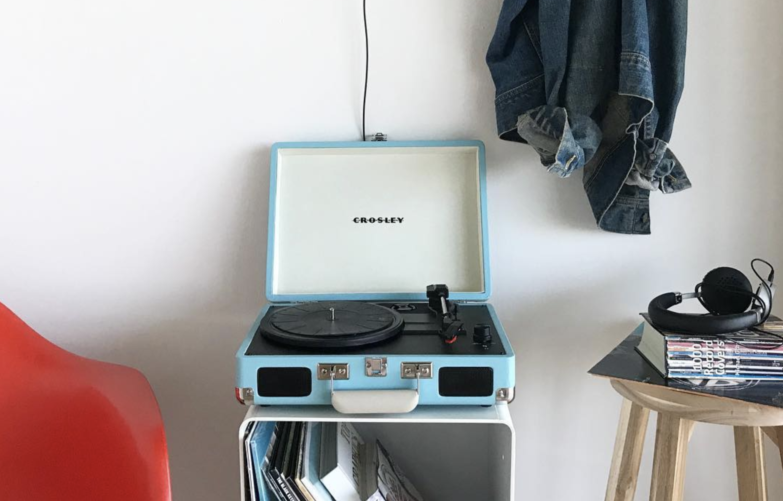 Nostalgic Cruiser Deluxe turntable by  Crosley .
