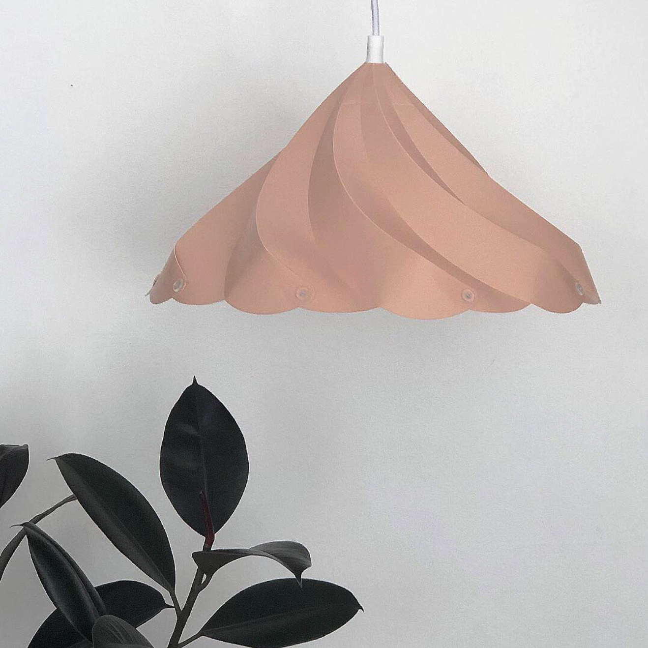 Meringue Kiss Lamp - Picture by Design Hunger