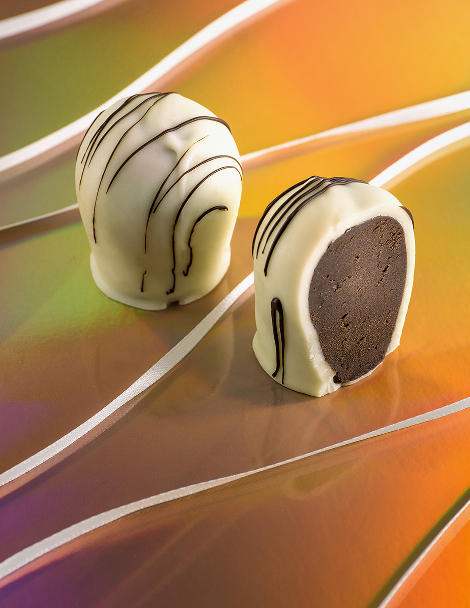 White chocolate truffles with ribbon