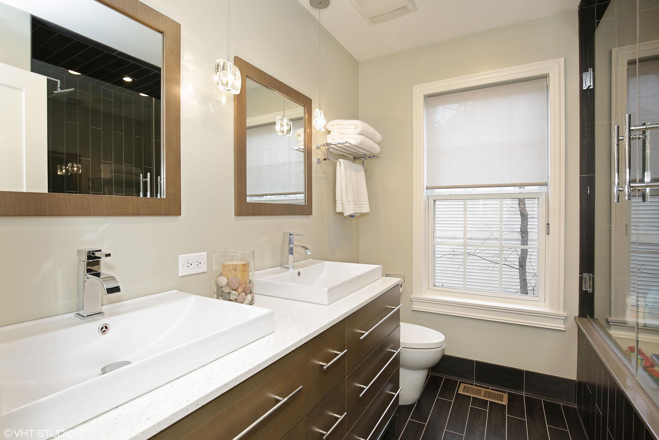 15_397KellyLn_8_Bathroom_HiRes.jpg