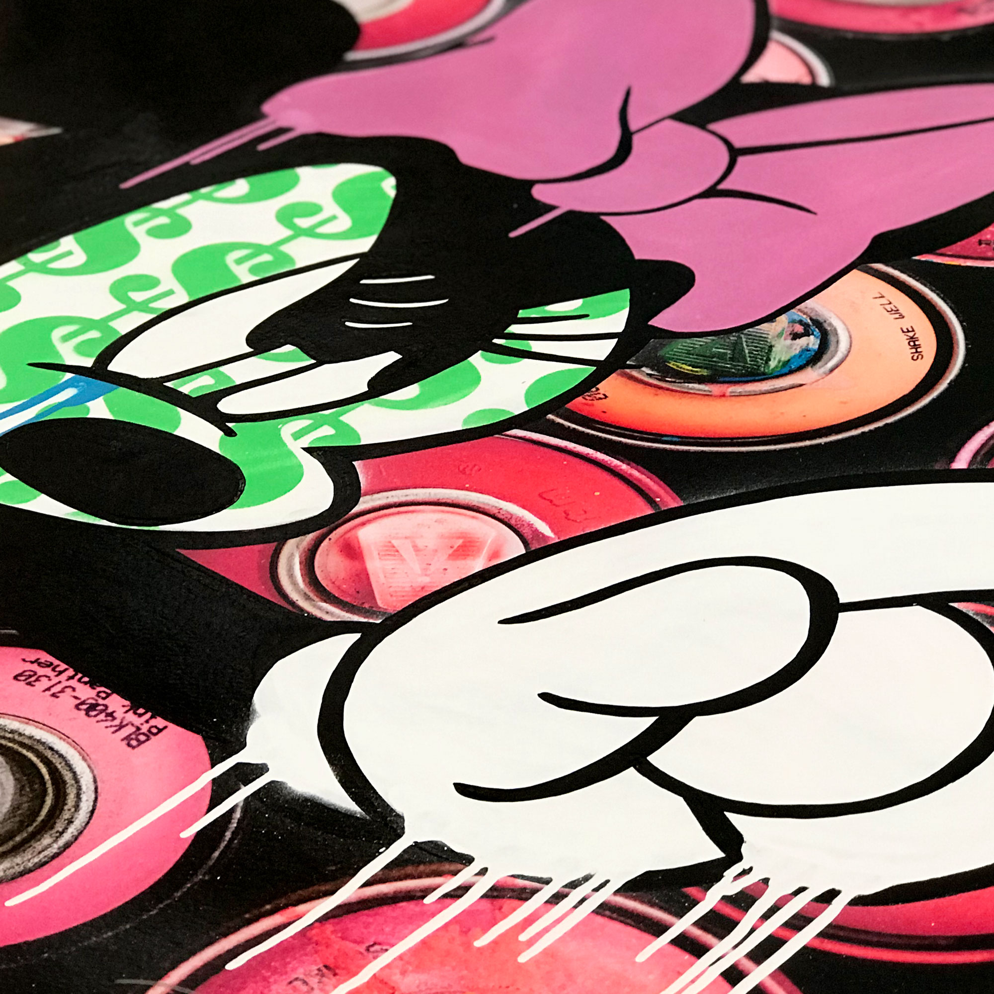 Minnie-Propaganda-Spray-Paint-Pink-Detail-02.jpg