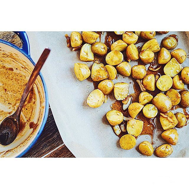 Here's a sweet and savory recipe for your Sunday dinner. Featured recipe up on blog, linked in my bio. 🍯 🥔 . . . . . . . . . . . . . . . . . . . . . . . . . . . . . . . . . . . . . . #sundaydinner #sundaybrunch #dinnerrecipes #nomnomnom #foodporn #taters #homemade #homecooking #foodie #atlfoodie #atlantafood #foodblogger #wavingtreesblog #f52comfortingveggies #bonappetit #nytimescooking
