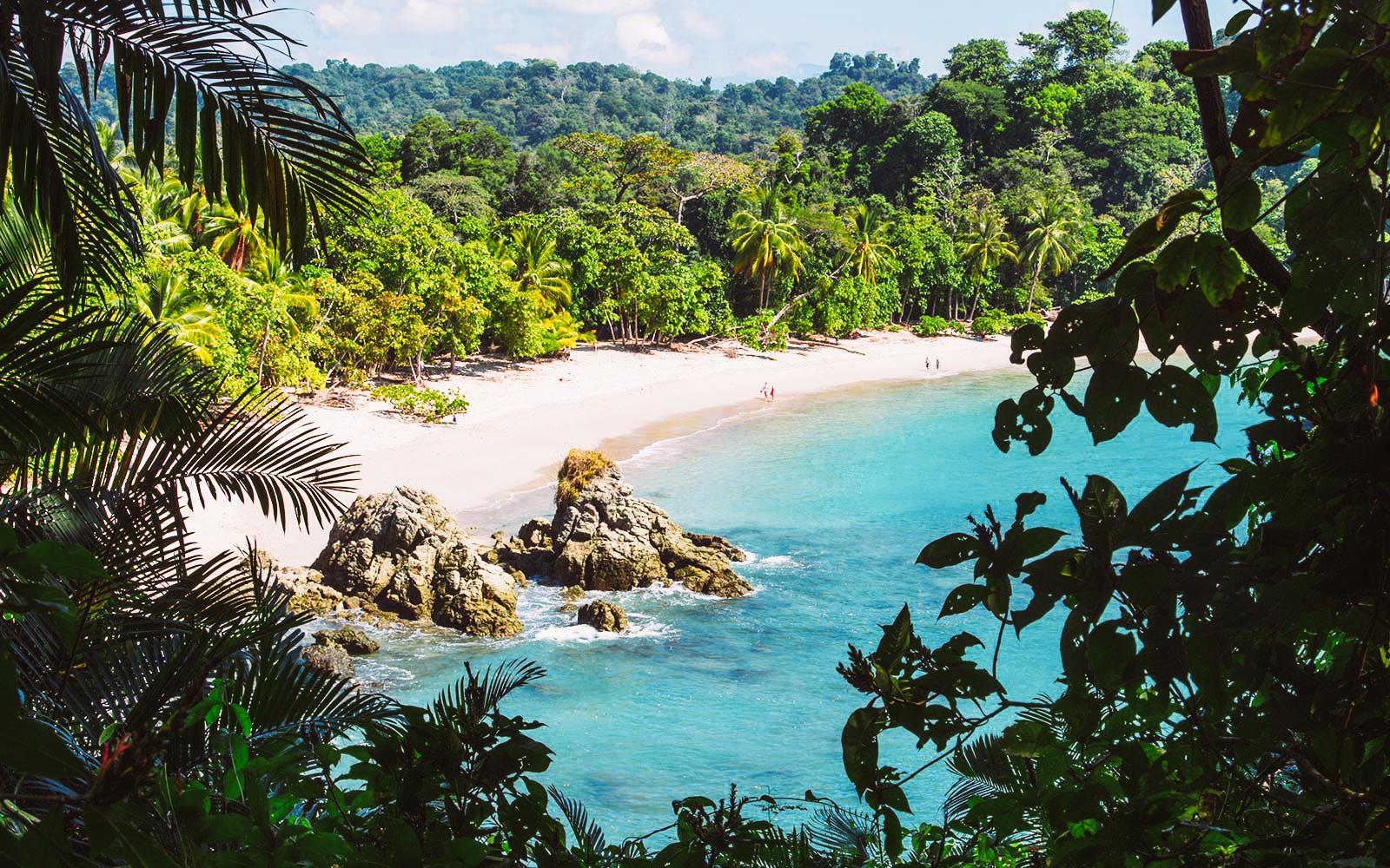 manuel-antonio-beach-costa-rica-CRFLIGHTDEAL1017-1.jpg