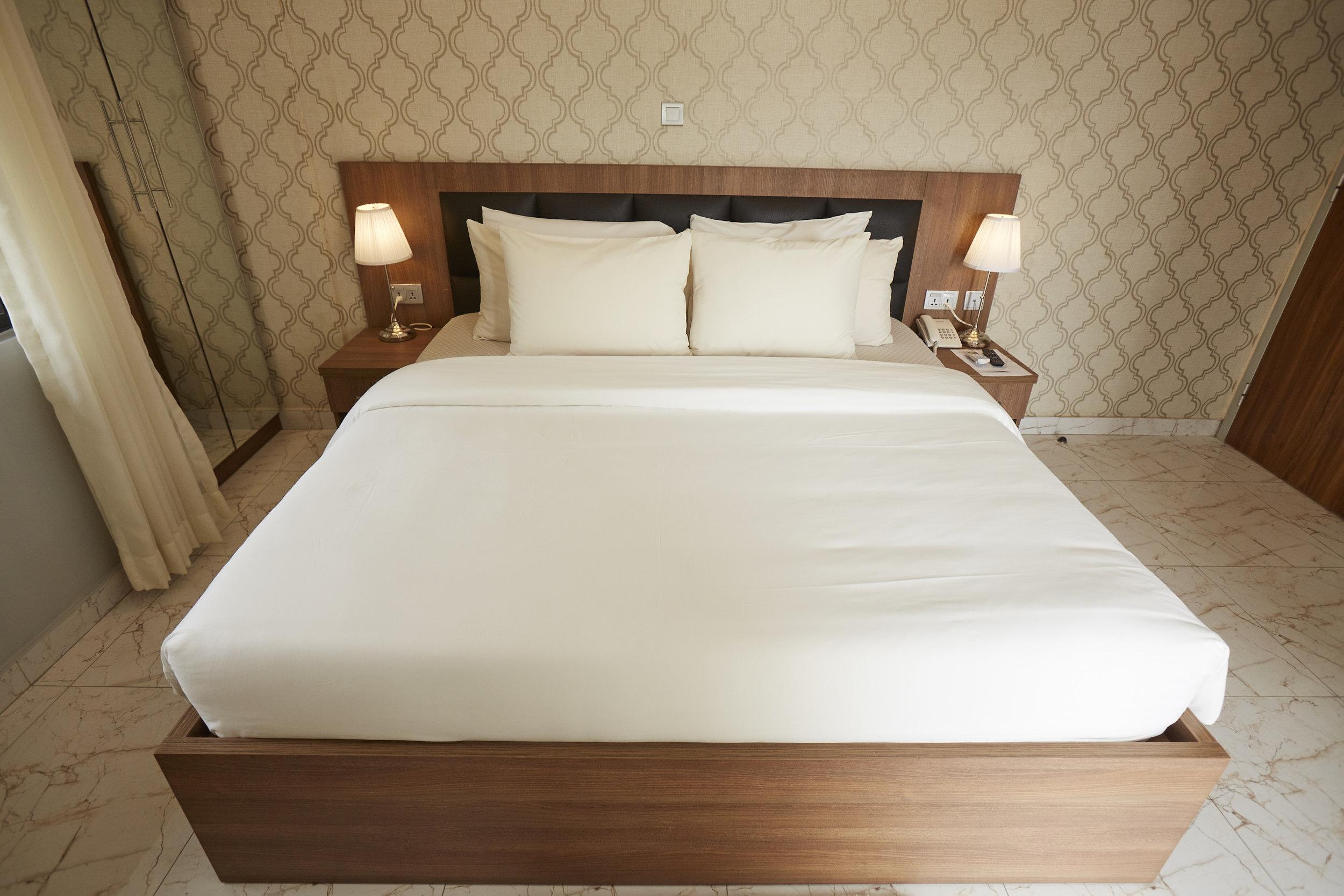 2 Bed Exec Bedroom 3.jpg
