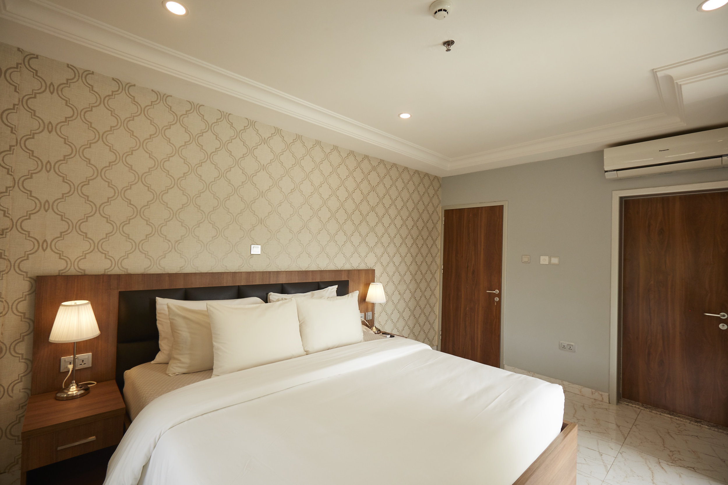 2 Bed Exec Bedroom 4.jpg