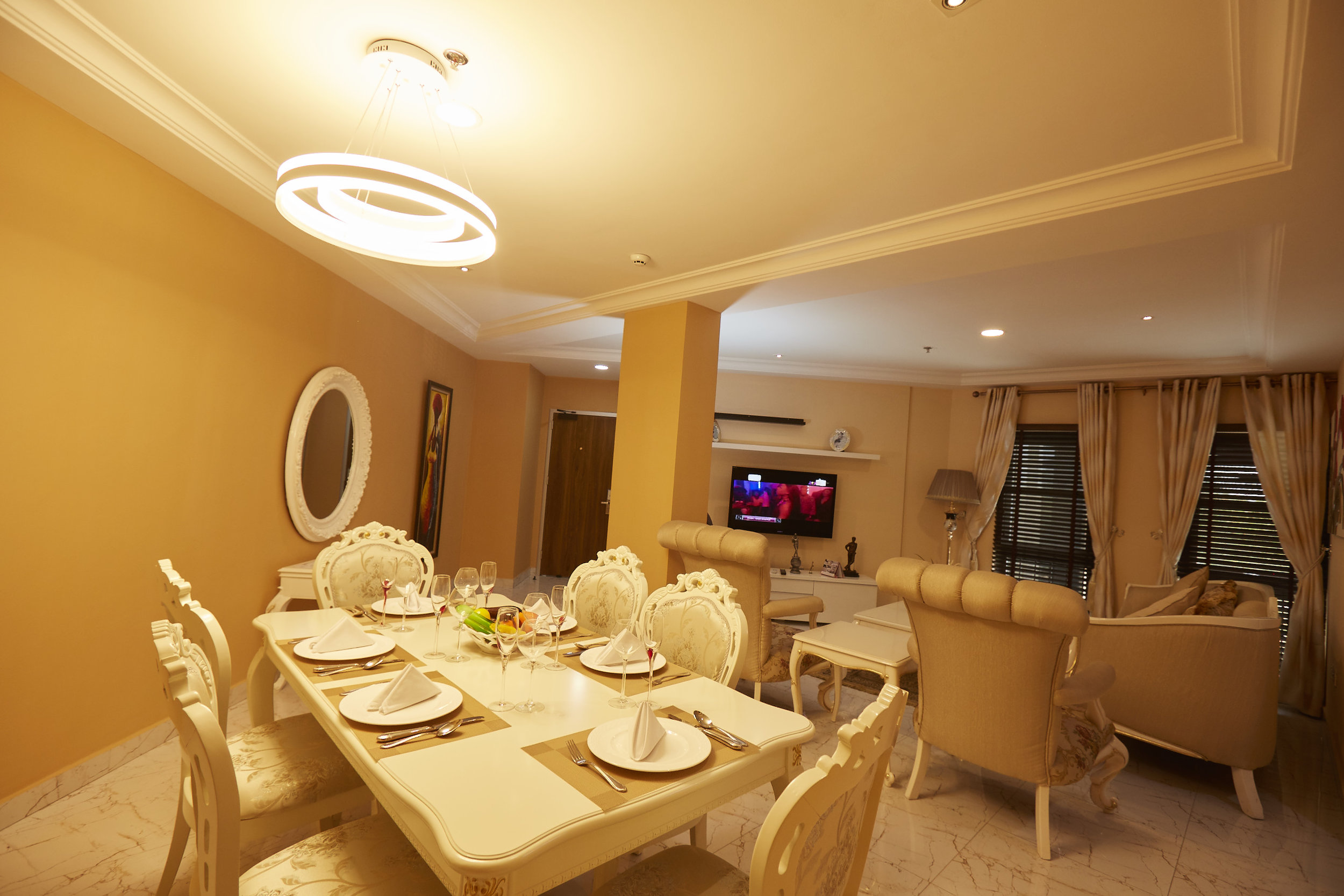 2 Bed Royale Dining Room 4.jpg