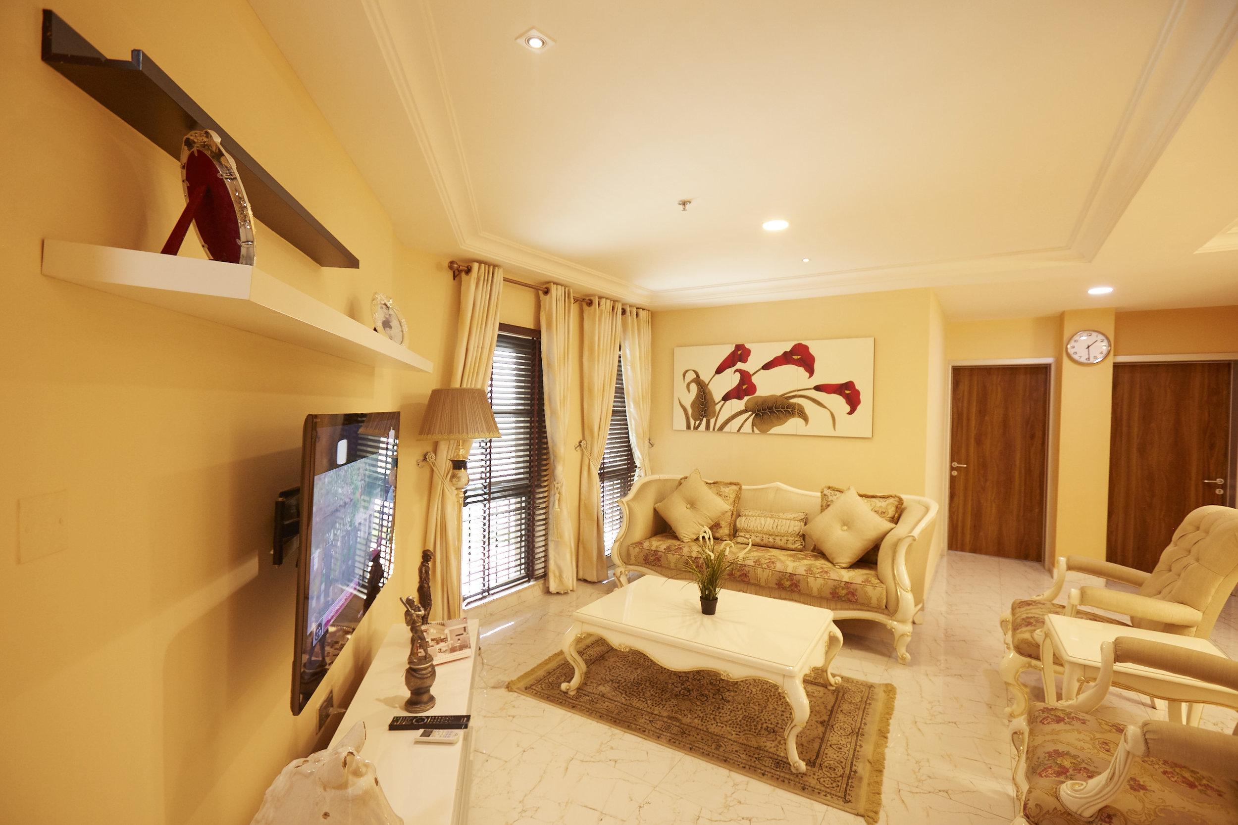 2 Bed Royale Living Room 3.jpg