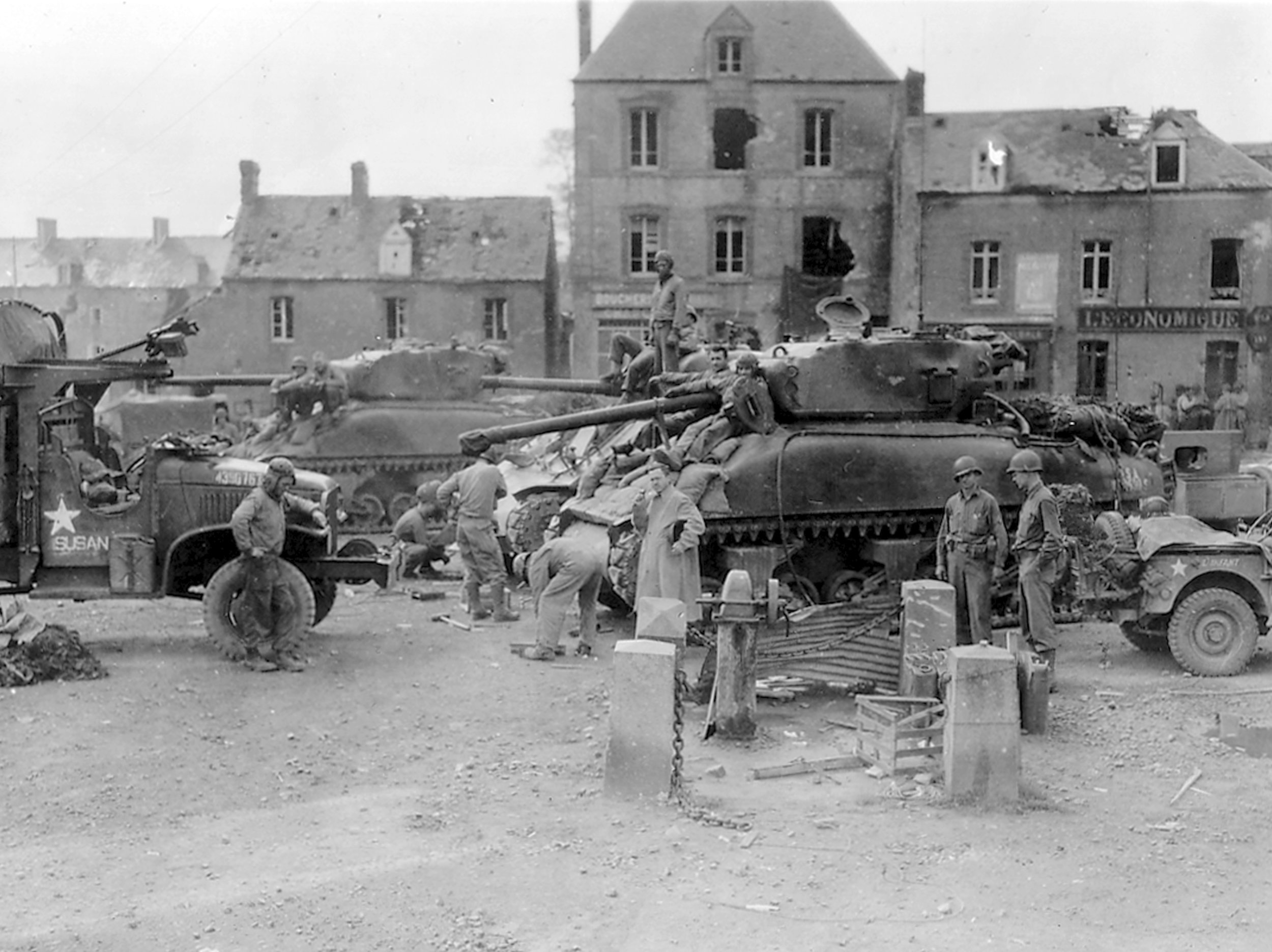 M4A1 Shermans of the 2AD. St. Jean de Daye, France, 26 Jul 1944.