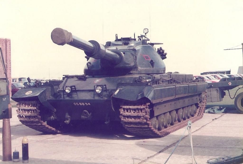Imperial War Museum FV214 Conqueror.Duxford, England, 1988.