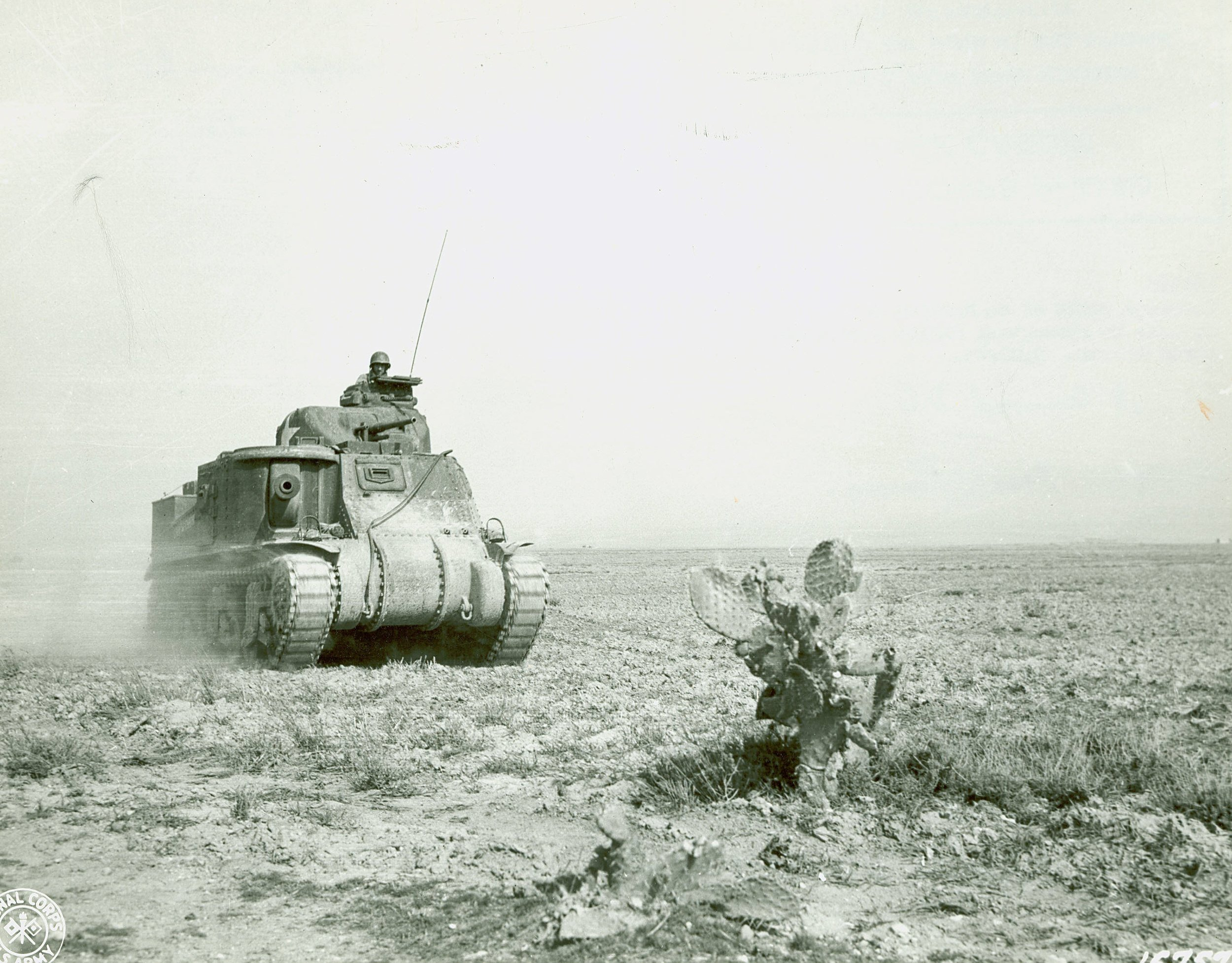 M3 Lee near Kasserine Pass,Tunisia, late Feb 1943.