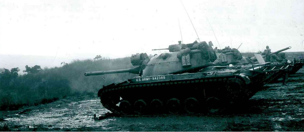 Members of the 2nd Armored Division fire tanks during one of the final phases of Operation Big Lift in Baumholder, Germany.PNG