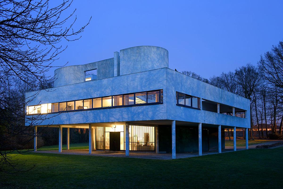 Villa Savoye, tegnet av Le Corbusier (1931). Bildet er fra    Architectural Digest 5. februar 2018