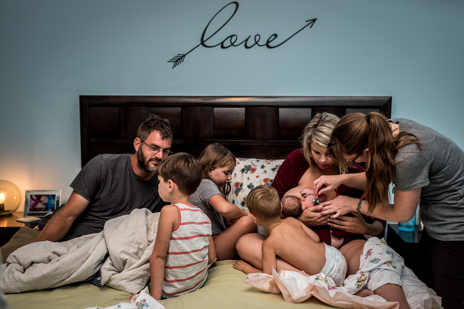 birth-photography-st-louis-newborn-exam-midwife-love