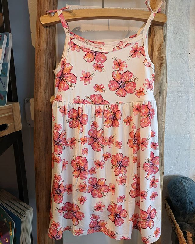 Coco Moon hibiscus dresses are now available up to size 7T ,perfect for this nice sunny weather ☀️