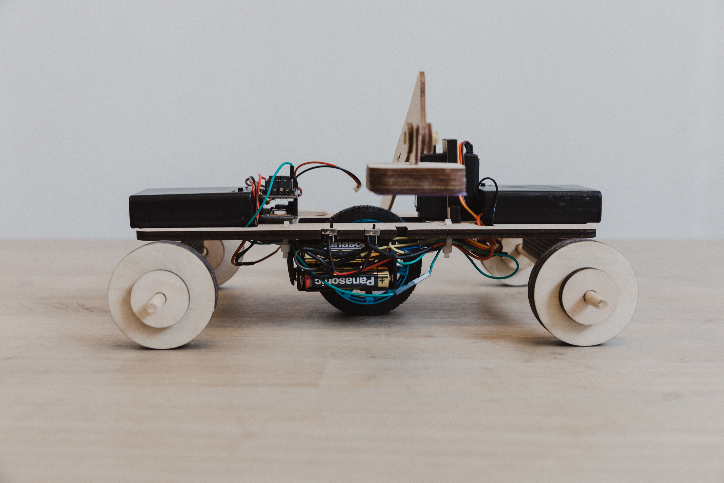 BLUETOOTH VEHICLE: STOPPING ROVER