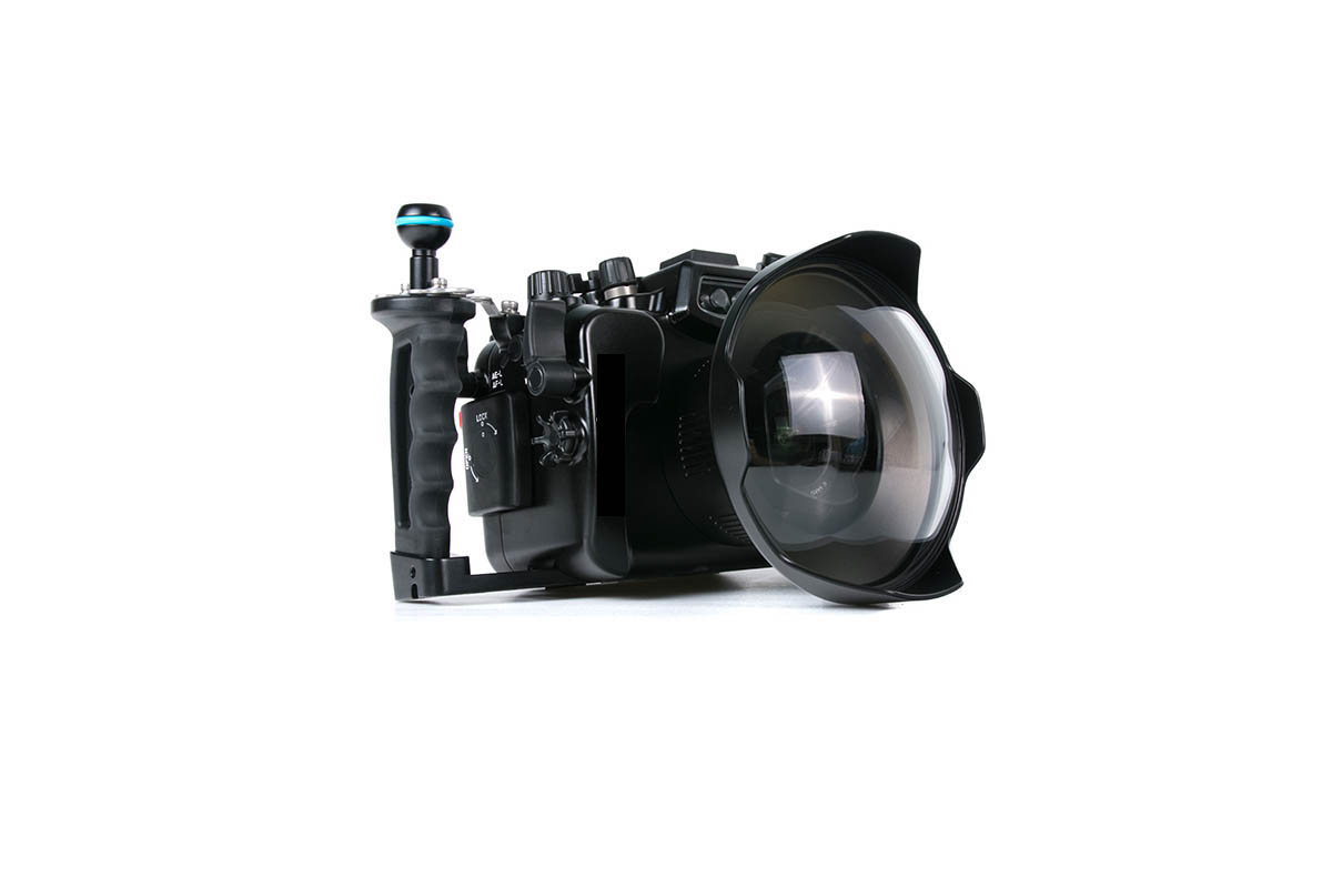 For our water shots we use a aquatech water housiung with 2 different ports for the lenses olympus 12 mm 2.0, sigma 16 mm 1.4 and sigma 18-35 mm 1.8. This housing is build for our Panasonic GH4.