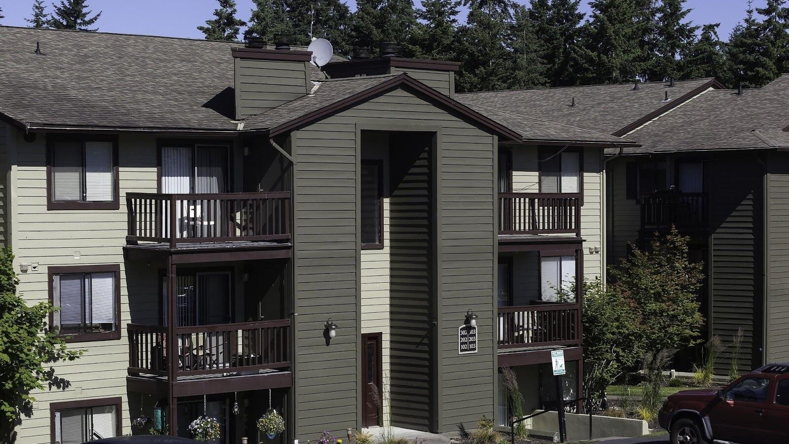 CrownPointeApartments1.jpeg
