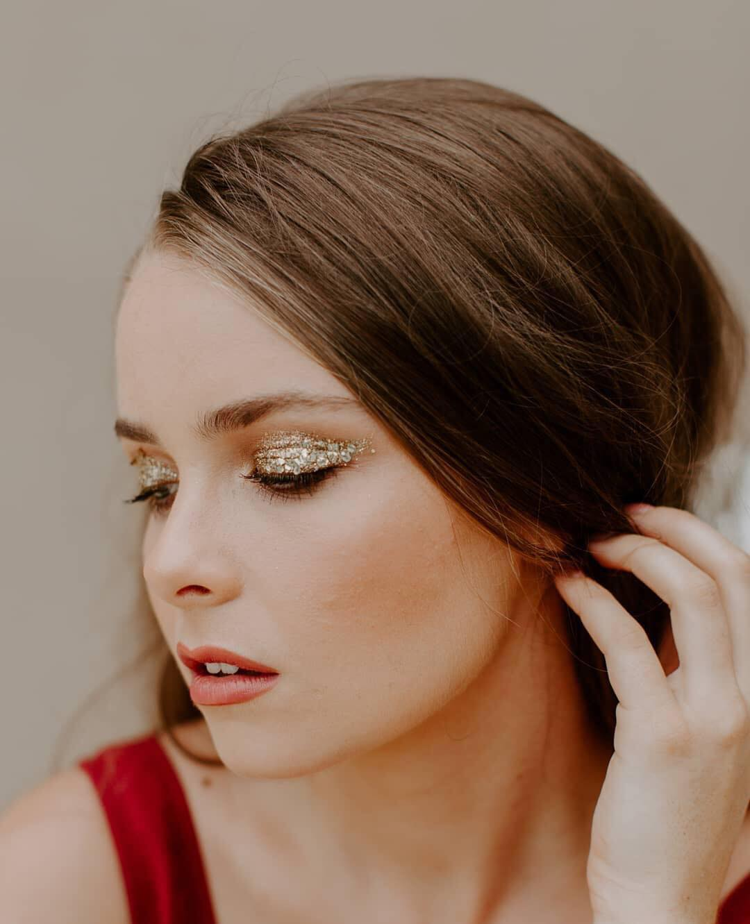 Gold-glitter-eyeshadow.jpg