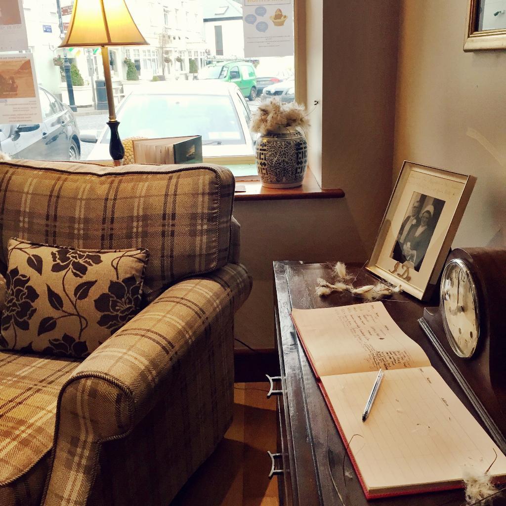 Reservations - Connemara Lake Hotel