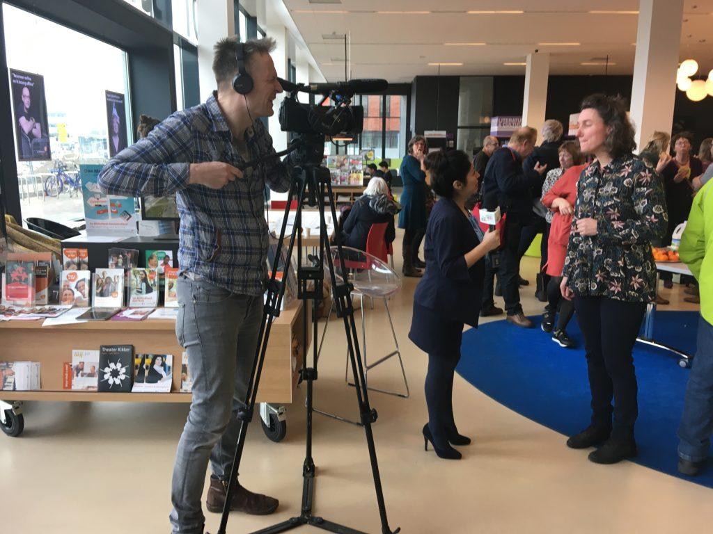 U in de Wijk Kanaleneiland bezoekt bibliotheek