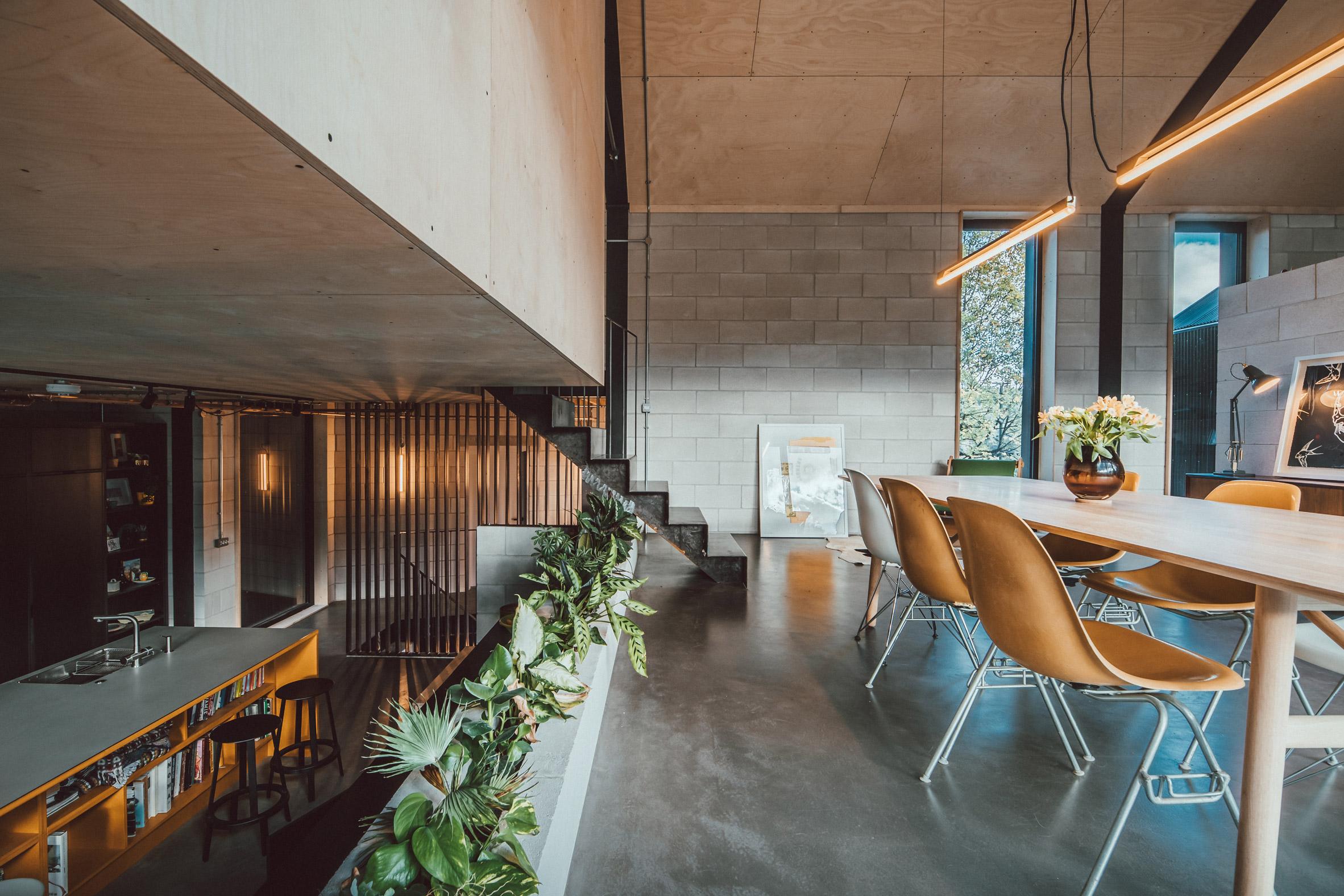 twin-build-nik-jon-draughty-coda-architectur-residential-bespoke-black-metal-house-sheffield-uk-_dezeen_2364_col_42.jpg
