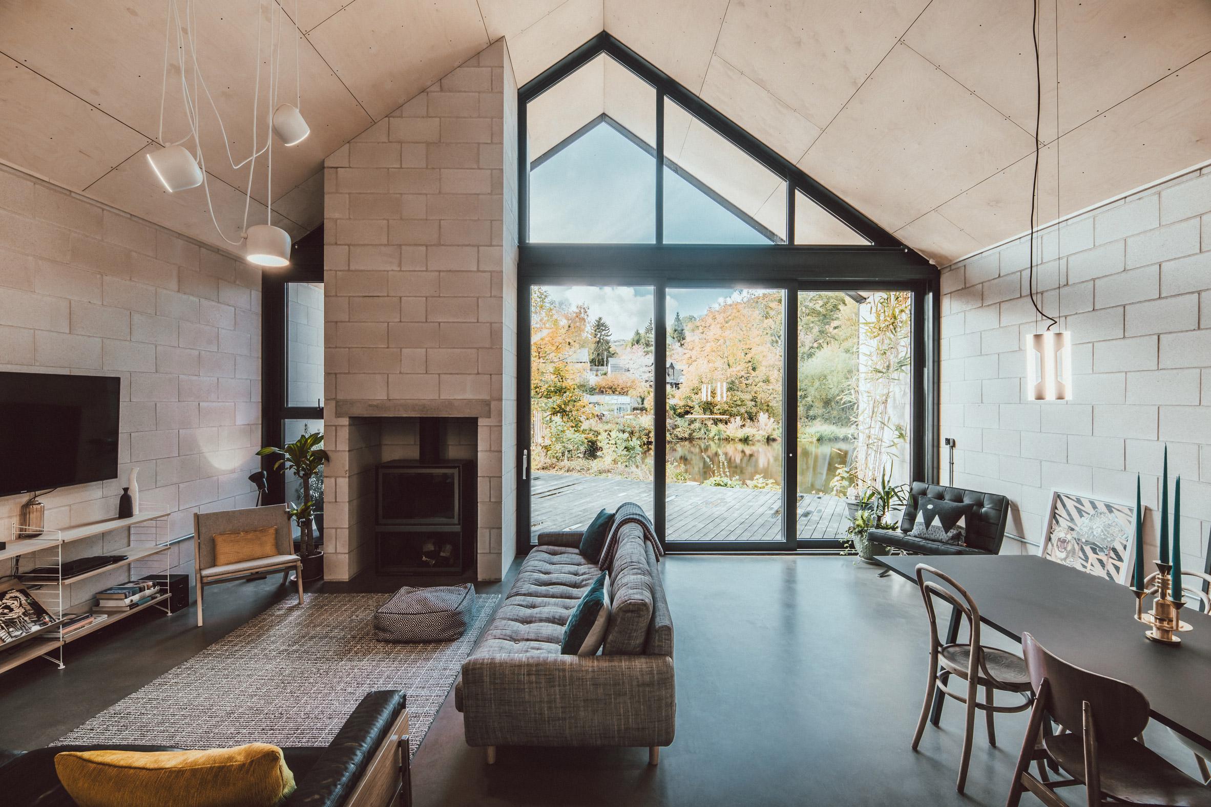 twin-build-nik-jon-draughty-coda-architectur-residential-bespoke-black-metal-house-sheffield-uk-_dezeen_2364_col_2.jpg