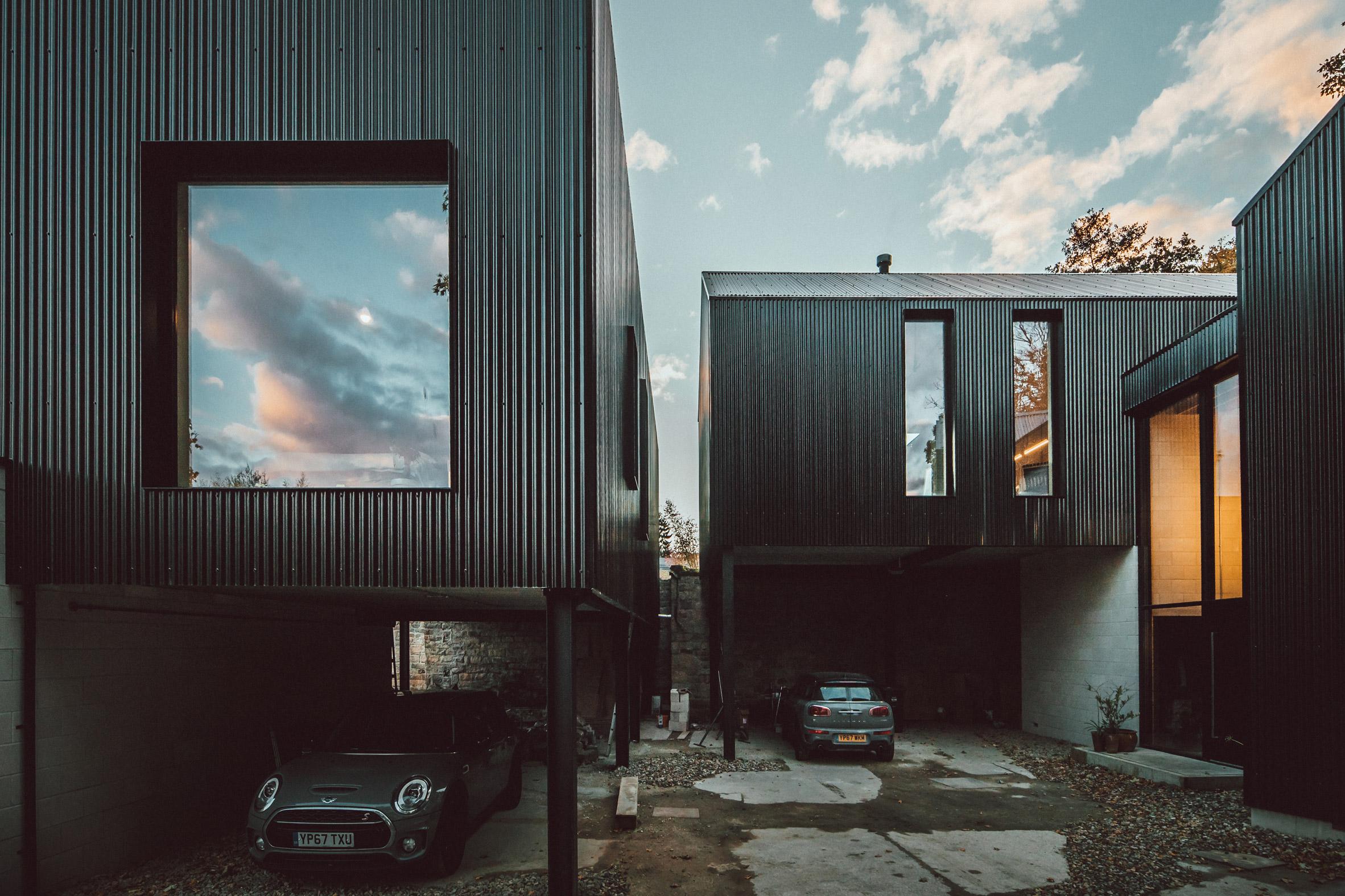 twin-build-nik-jon-draughty-coda-architectur-residential-bespoke-black-metal-house-sheffield-uk-_dezeen_2364_col_77.jpg