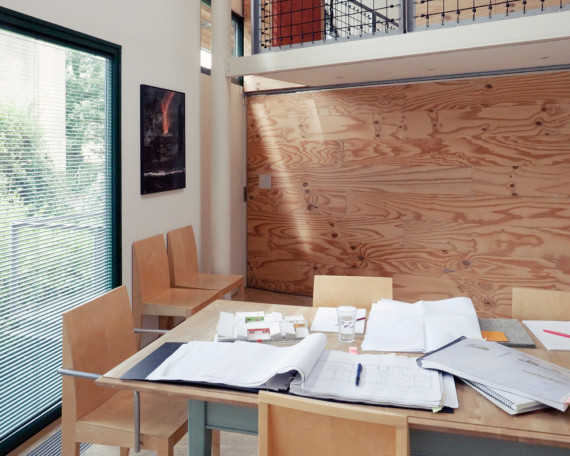 Sarah-Wigglesworth-Architects_Stock-Orchard_dining-closed_MH_1800.jpg.-570x456.jpg