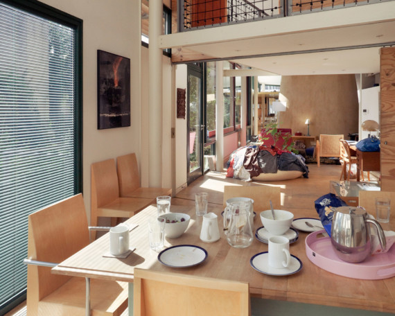 Sarah-Wigglesworth-Architects_Stock-Orchard_dining-open_MH_1800-570x456.jpg