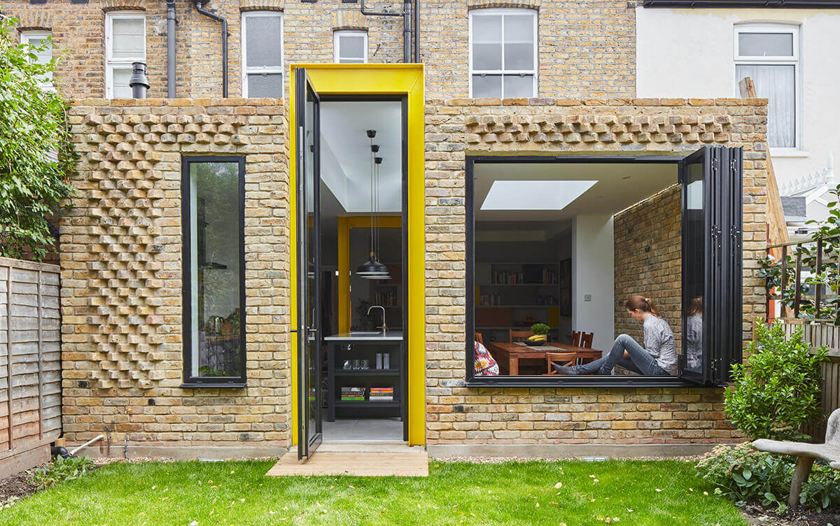 Selencky-Parsons---Yellow-House---Photo---Siobhan-Doran---Window-Seat-Affords-an-Improved-Connection-With-the-Garden.jpg