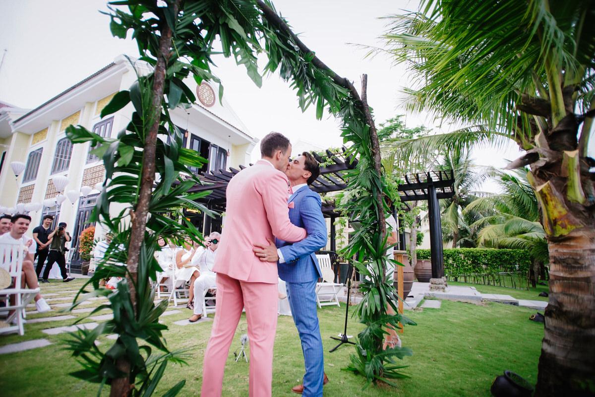 Vietnam-Samesex-Wedding-15.jpg