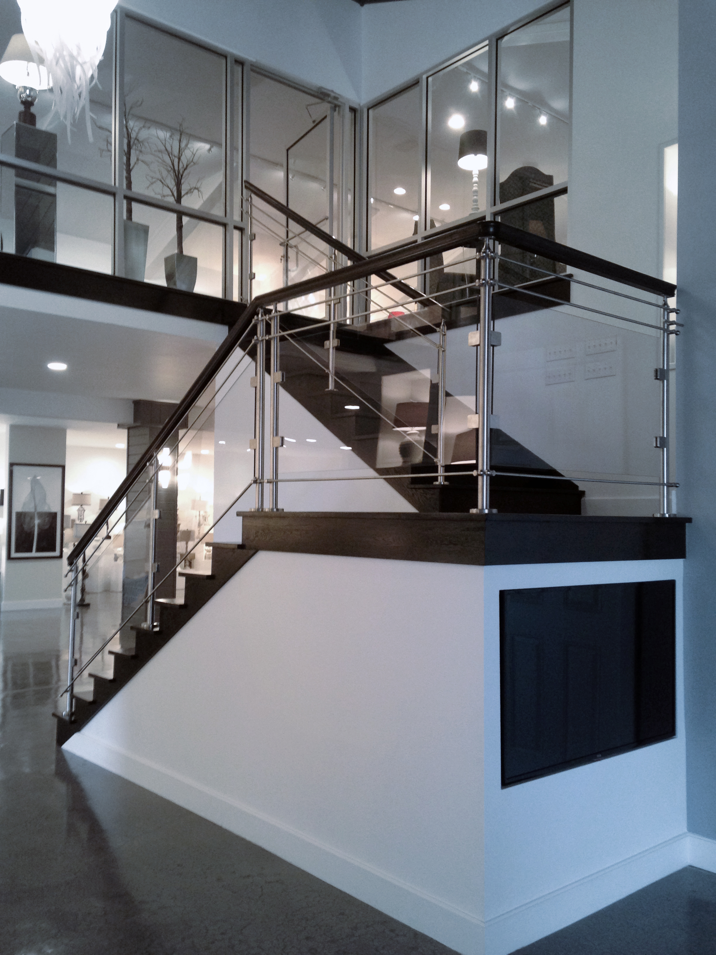 Oak Pointe_Cable and Glass Systems_Stainless Steel Newels with Glass Infill.JPG