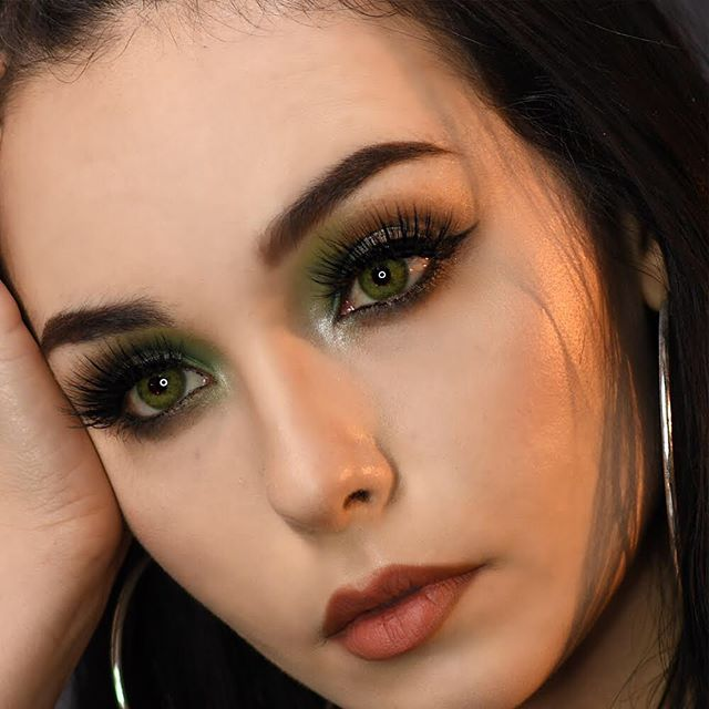 You asked and we answered... here's a step by step guide to that awesome green eye makeup look you loved from our recent post, perfect for festival season👏🏼 Don't be afraid to use a fun color for a change💚