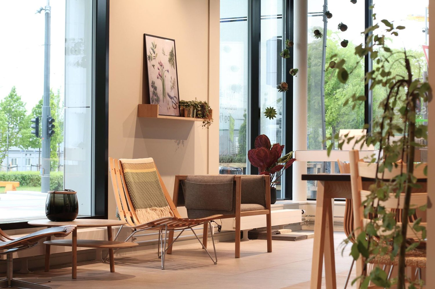 NORWEGIAN ICONS SHOWROOM FOR OSU   A sales office and viewing centre for the Bjørvika development for OSU connecting it with a high end interior and design shop ensuring locally produced furniture in your apartments.  Advisory — Einar Kleppe Holthe  osu.no