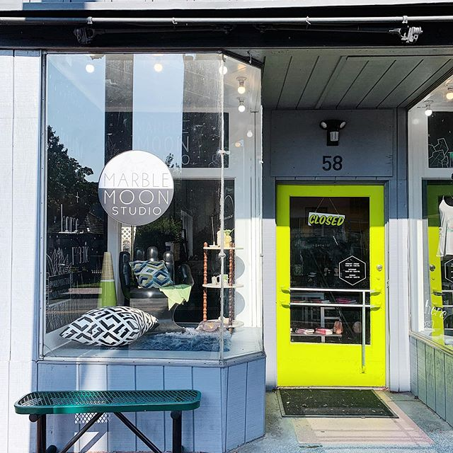 Our shop is so cute early in the morning, when it's kissed by the sun. 🖤 I'm off today, so be sure you stop in and harass @shopthe8thhouse - I personally like to turn all of her candles so the labels are the wrong way. 😬🖤🌿