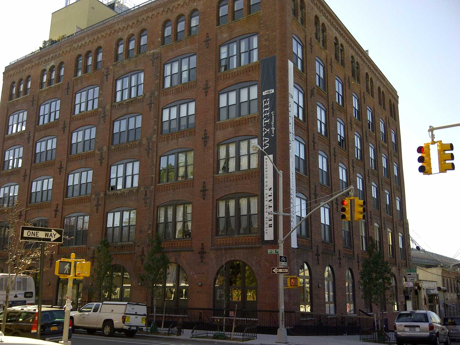 Williamsburg-Lofts---S4-Corner.jpg