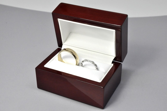 Lifetime Care Package - Each custom piece is presented in a polished cherry wood box. Diamond jewellery is accompanied by a third-party appraisal certificate. I stand behind my work and offer a care package which includes complimentary annual cleaning, polishing and gem tensioning.