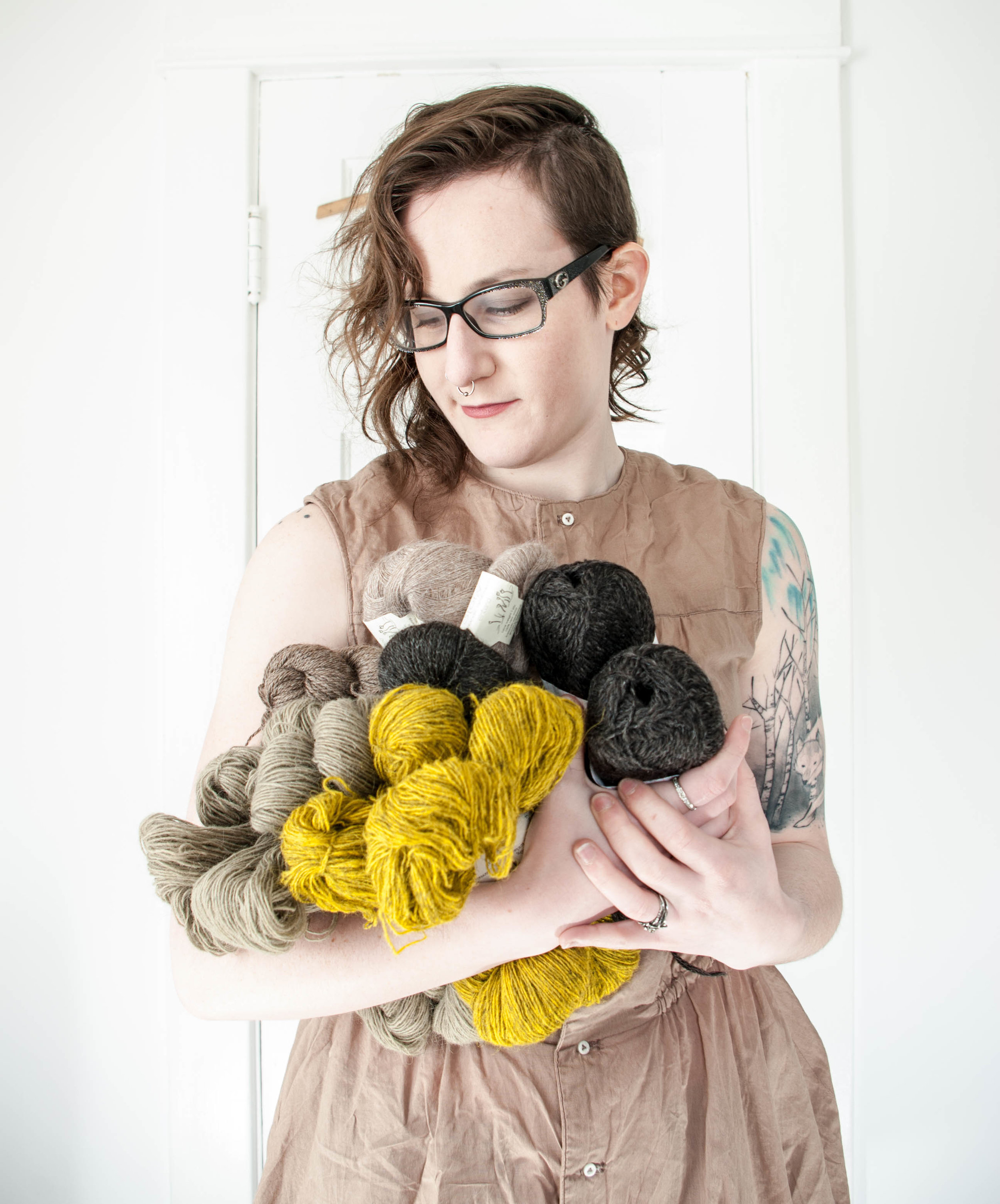 ash holding an armful of yarns from both the canadian and icelandic fibresheds.