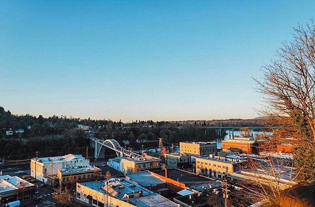 Last night's evening stoll 💕🌆🌃 Here's to another beautiful day in Oregon City and the first day of Spring✨📸@racheljanellyod #downtownoregoncity #oregoncity