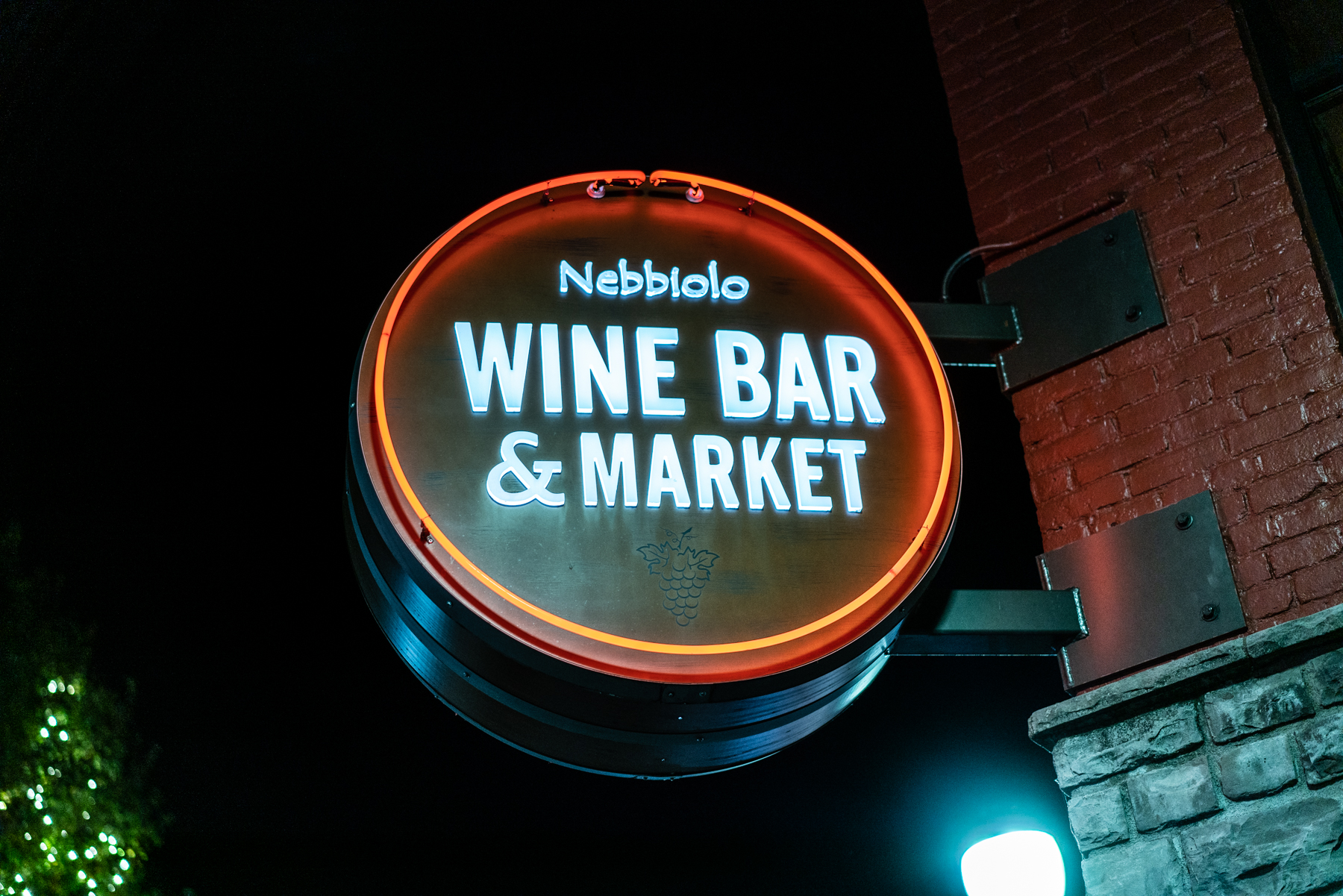 110818-Downtown-Oregon-City-Wine-Walkp-2018-Final-Select-LoRes-38.jpg
