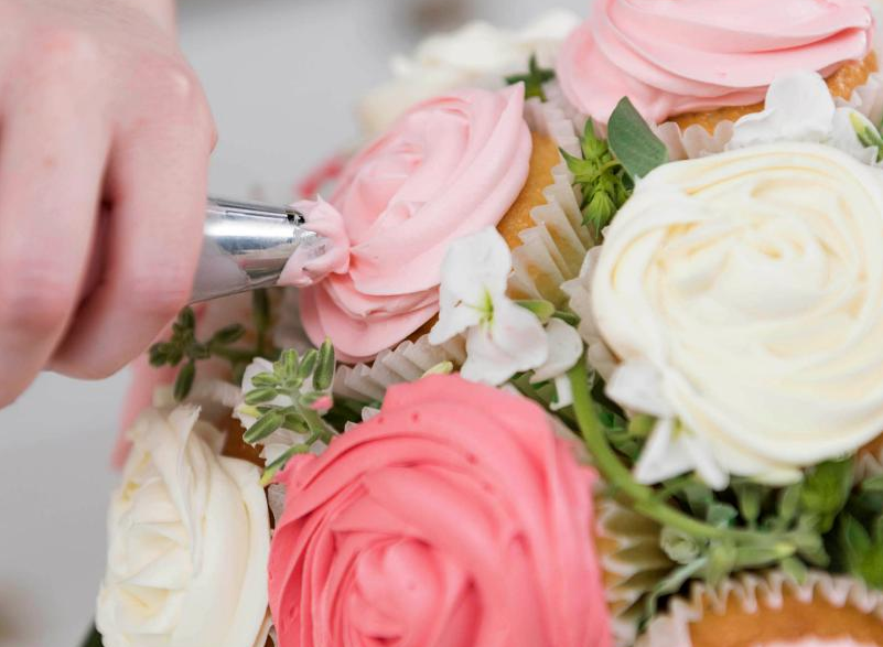 Cupcake Bouquet_frosting.PNG