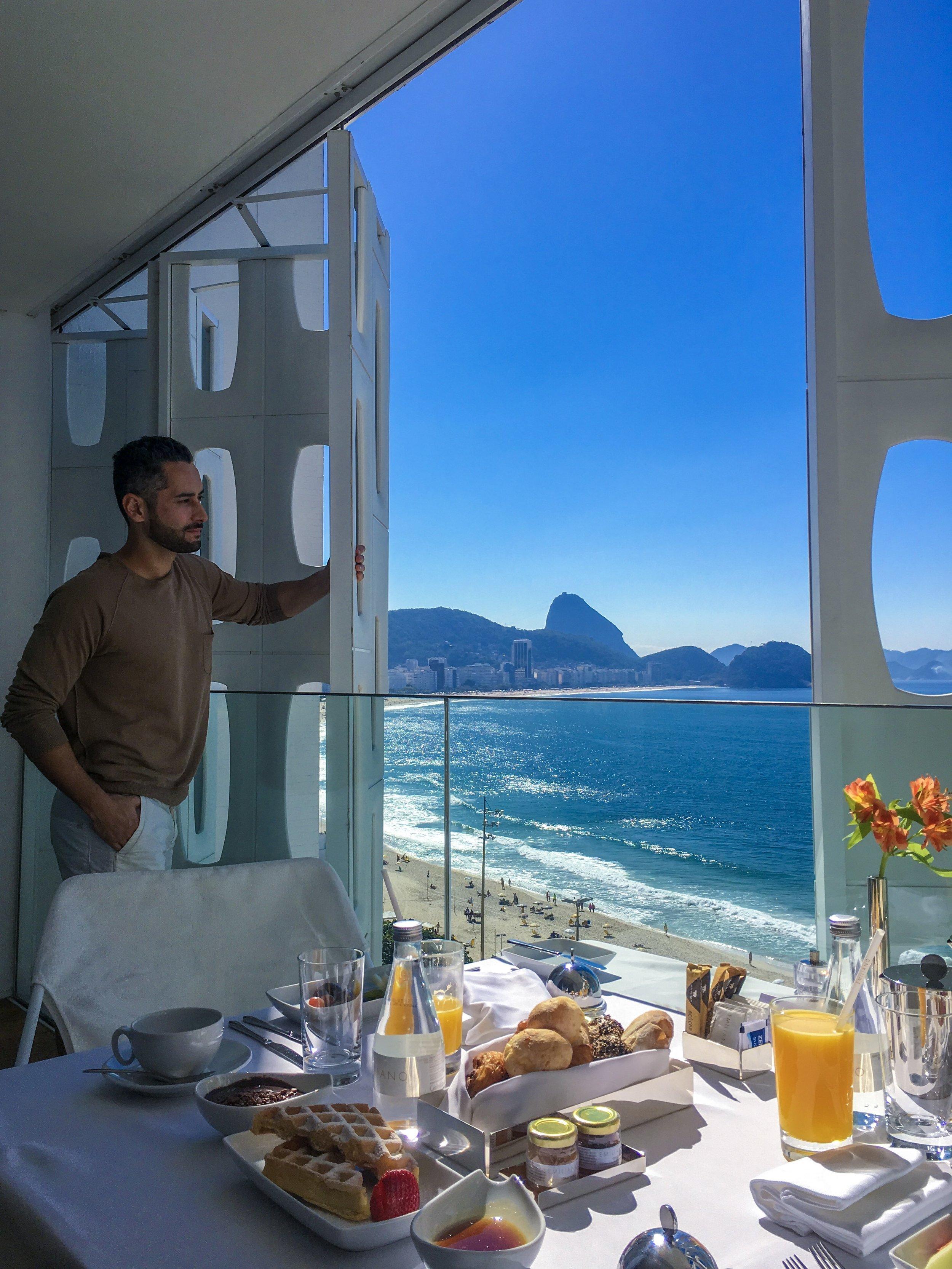 O mais novo hotel de luxo do Rio de Janeiro, o Emiliano Rio, fica no Posto 6 em Copacabana. Super bem localizado, ele traz uma nova opção culinária para a cidade; o restaurante Emile com menu que valoriza produtos locais e orgânicos.